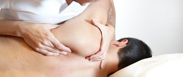 douleurs-cervicales-osteopathe-casque-moto