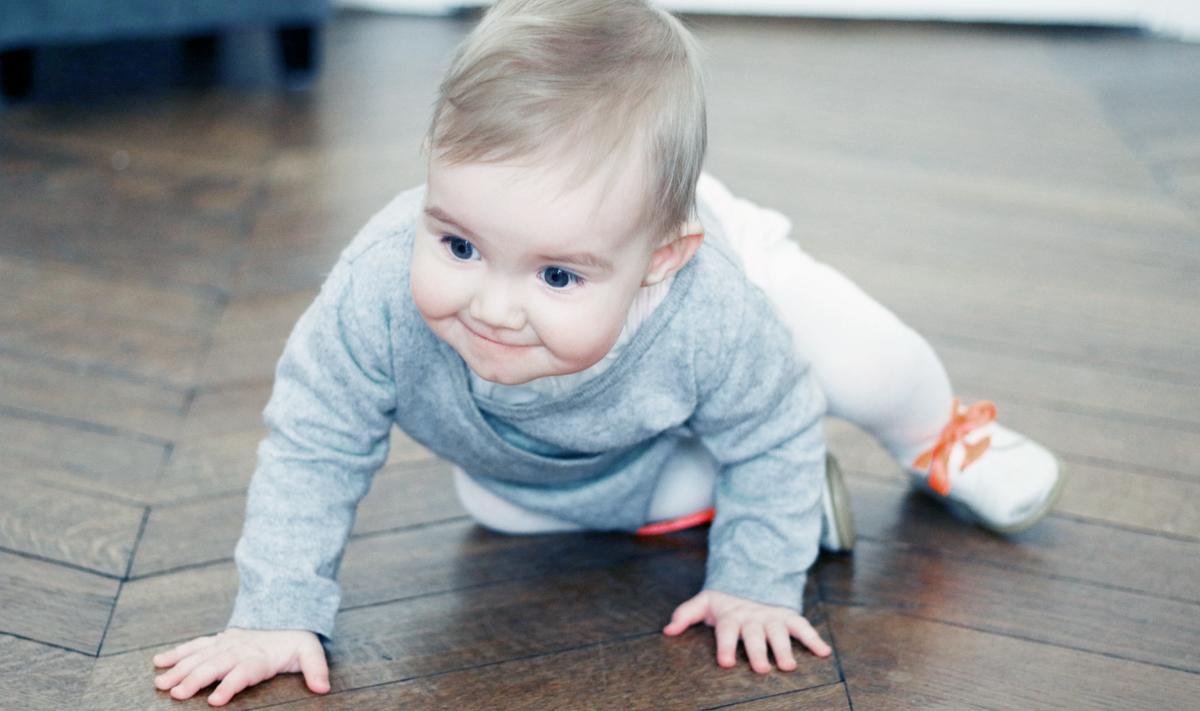 marche-a-quatre-pattes-bebe-developpement